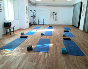 Йога зала сутрешни практики YOGA GLOW