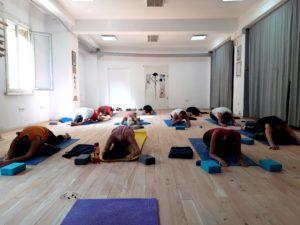 Йога зала сутрешни практика YOGA GLOW
