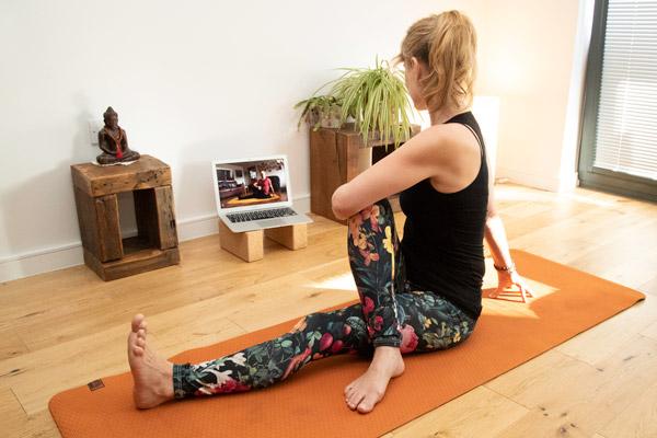 онлайн йога с Йога Глоу